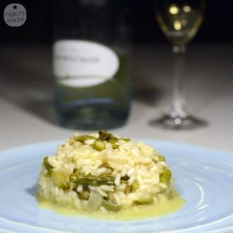 Risotto z mrożonymi szparagami, cykorią i winem musującym